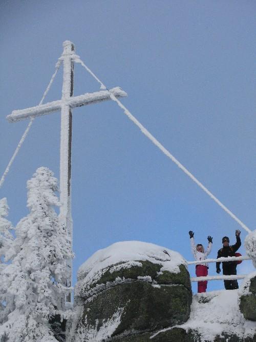Schneeschuhwandern am Dreisessel: Gipfelkreuz Hochstein
